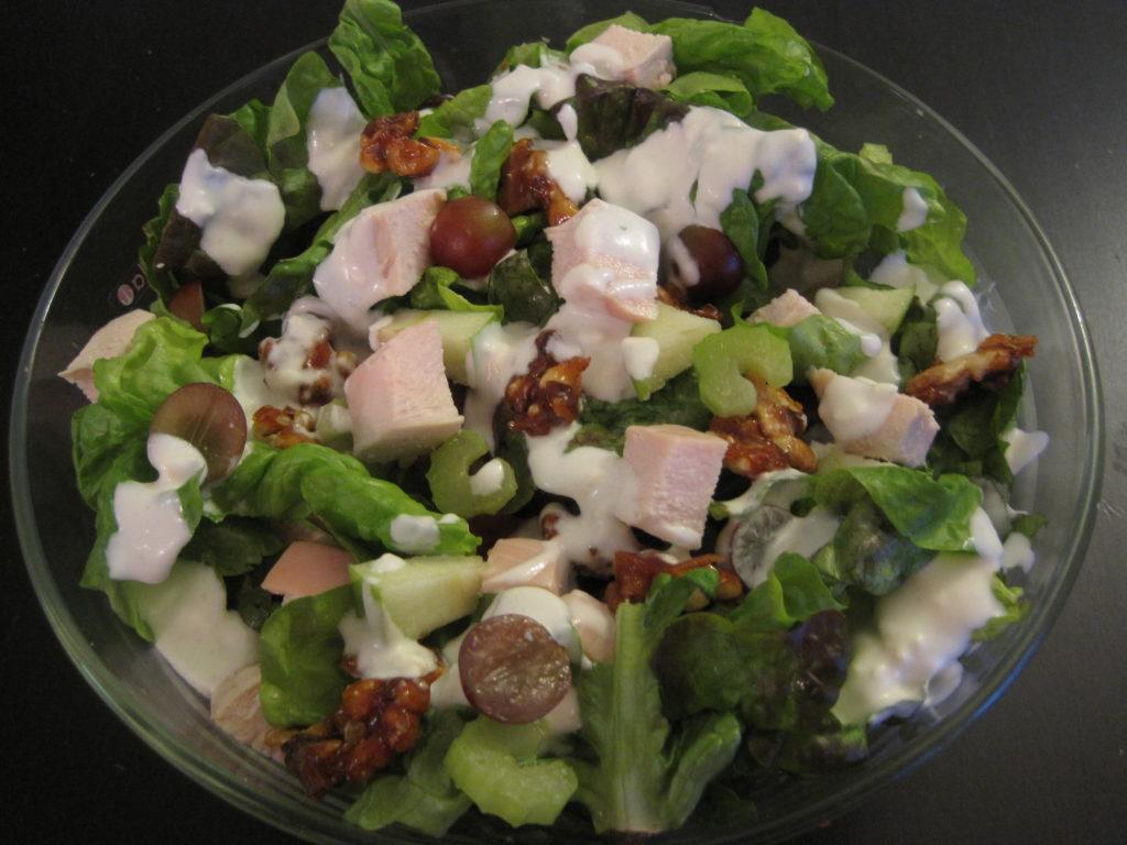 Салат с шампиньонами, курицей и виноградом