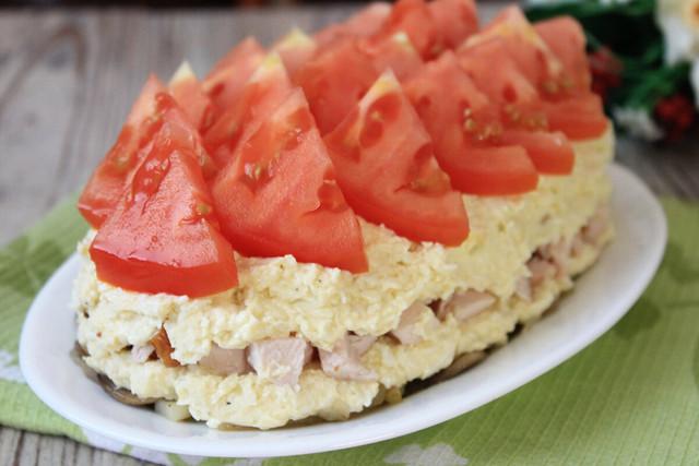 Отличным дополнением стола станет сочный салат «любимый муж»
