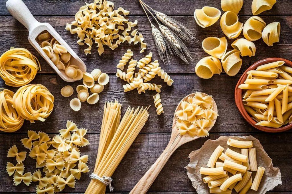 Ингредиенты пасты с шампиньонами и сливками