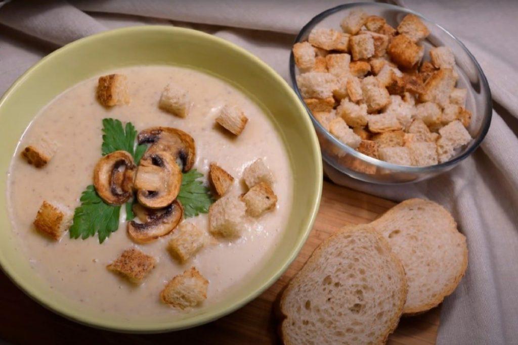 Суп-Пюре Из Шампиньонов со шпинатом и сухариками