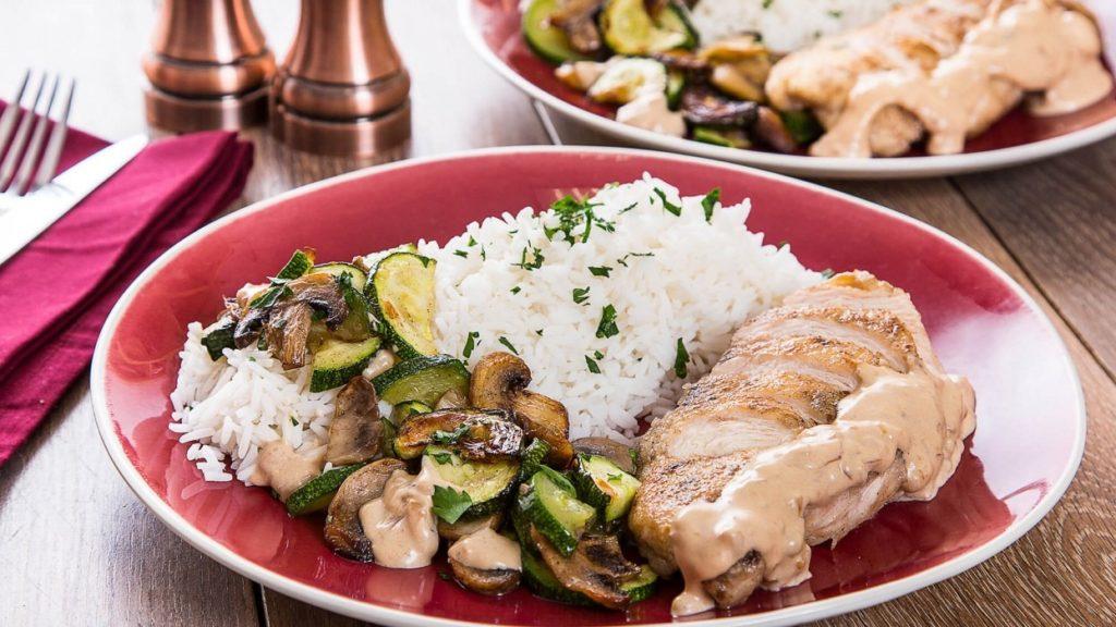 Как приготовить «индейка в сливочно-грибном соусе»