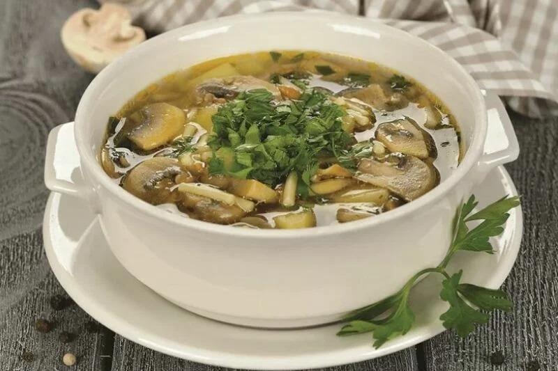 Раскладываем по тарелочкам, добавляем зелень и сметану по вкусу. Приятного аппетита.
