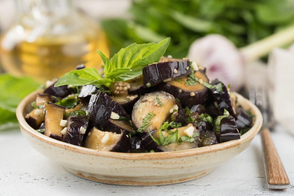 Как приготовить баклажаны, запеченные с помидорами и грибами