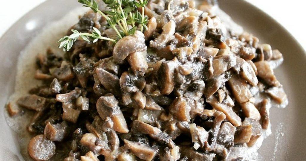рецепт приготовления жареных шампиньонов с луком и сметаной