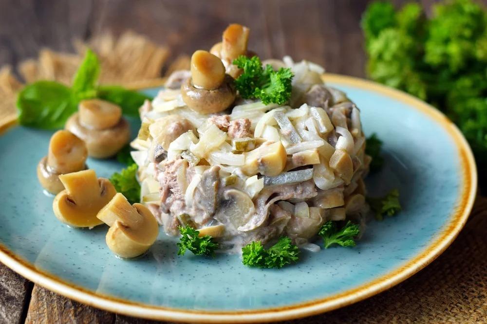 Как приготовить грибной салат с фасолью