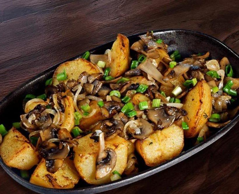 Рецепт жареной картошки с шампиньонами и луком