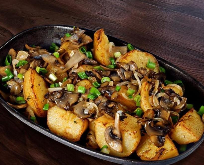 Картошка с шампиньонами на сковороде