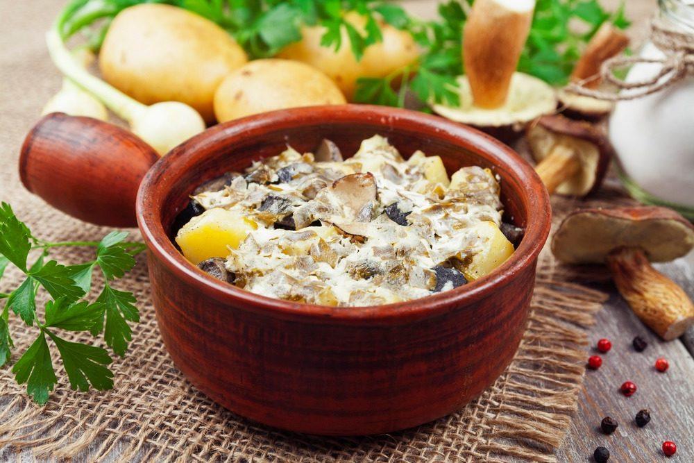 Жареный картофель с шампиньонами в сметане