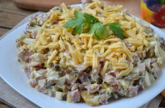 Салат с жареными шампиньонами и сыром