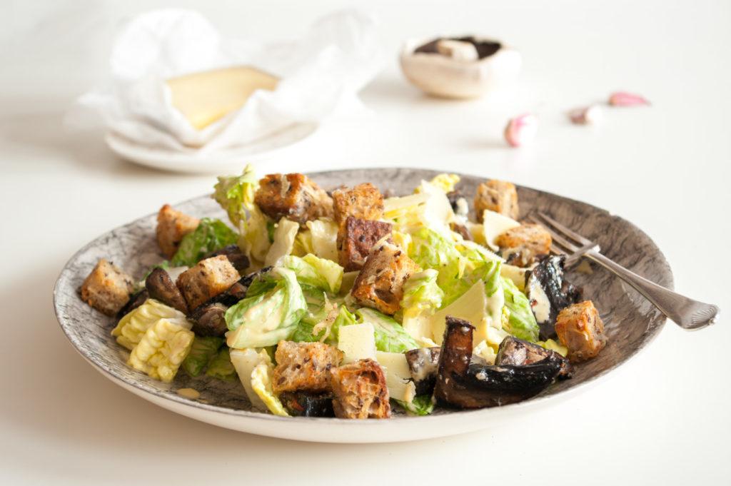 Как приготовить салат с шампиньонами и сыром