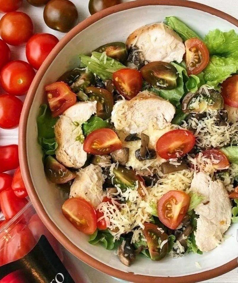 рецепт салата с шампиньонами и курицей