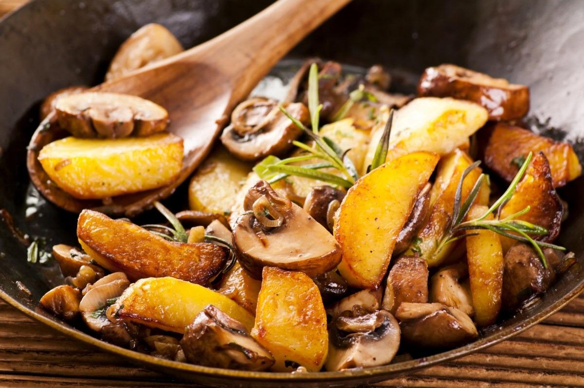 Как приготовить «жареная картошка с шампиньонами и луком»