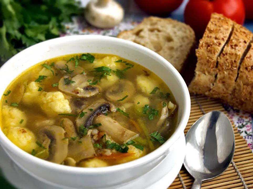 Диетический постный суп из шампиньонов с рисом