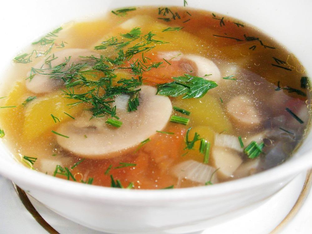 Простой и вкусный грибной суп из шампиньонов с картофелем