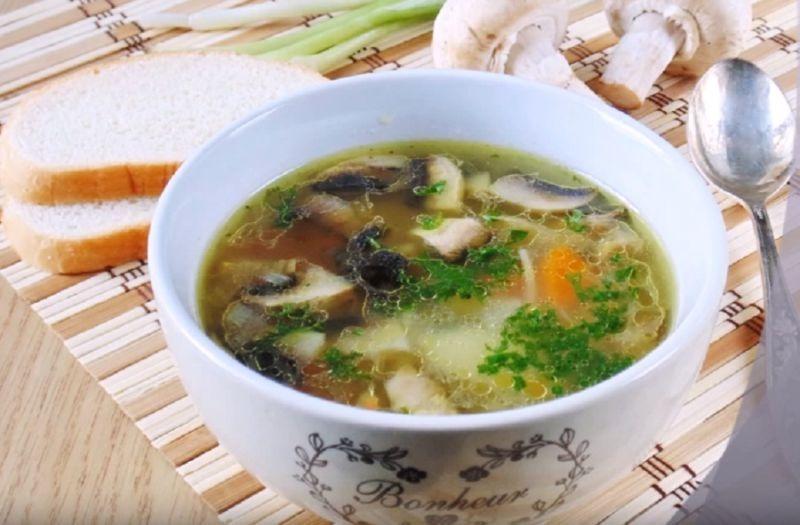Сытный и наваристый суп из шампиньонов с курицей