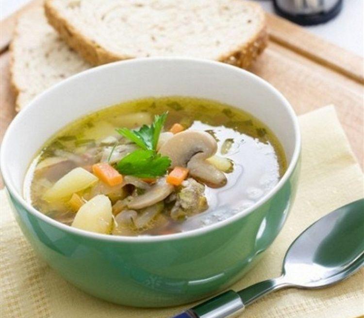Грибной суп из шампиньонов, сваренный в мультиварке