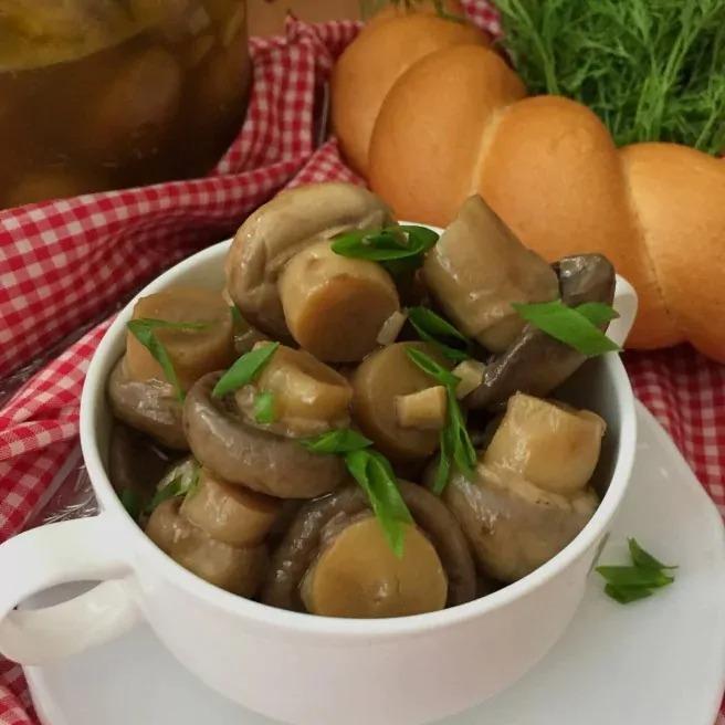 Как засолить грибы шампиньоны с луком быстрого приготовления