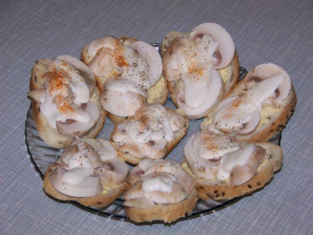 Как приготовить горячие бутерброды с шампиньонами и сыром
