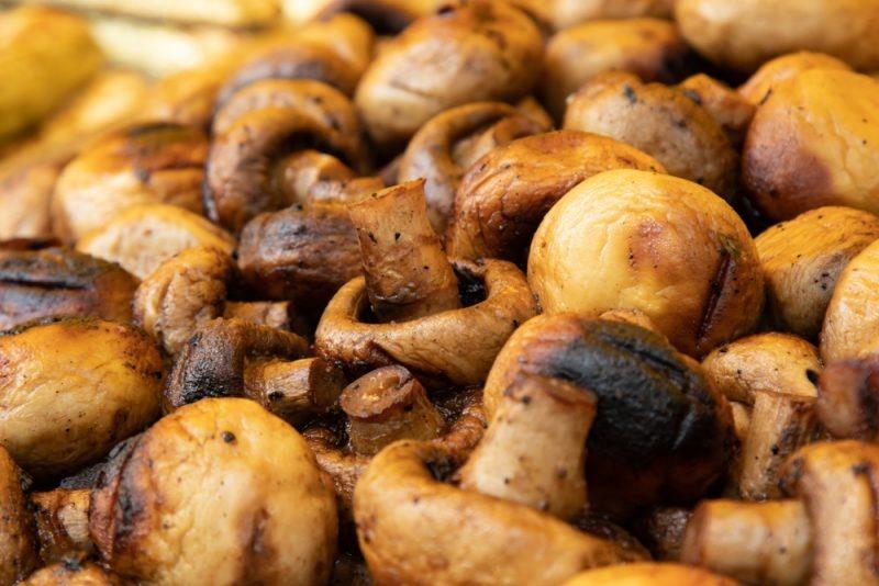 Самый простой маринад для грибов на мангале