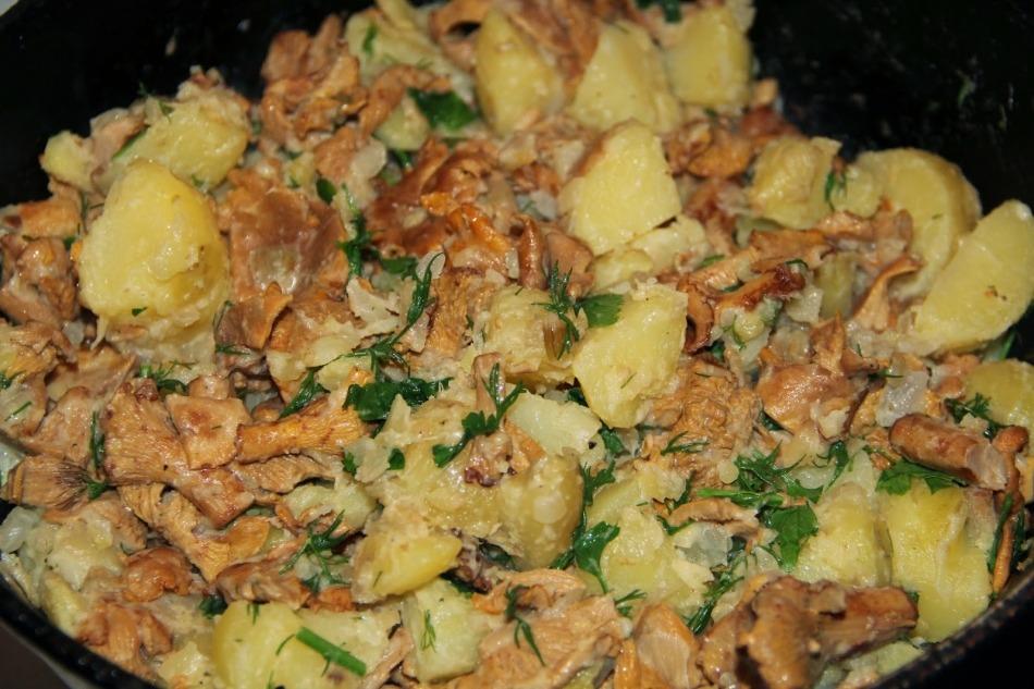 уже после этого нужно открыть крышку, перемешать ингредиенты и готовить в течение 3-4 минут без крышки, периодически перемешивания