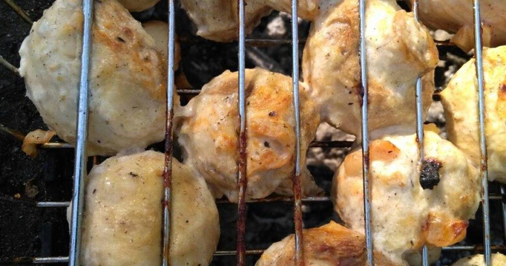 Процесс приготовления шампиньонов в Сметане На Мангале