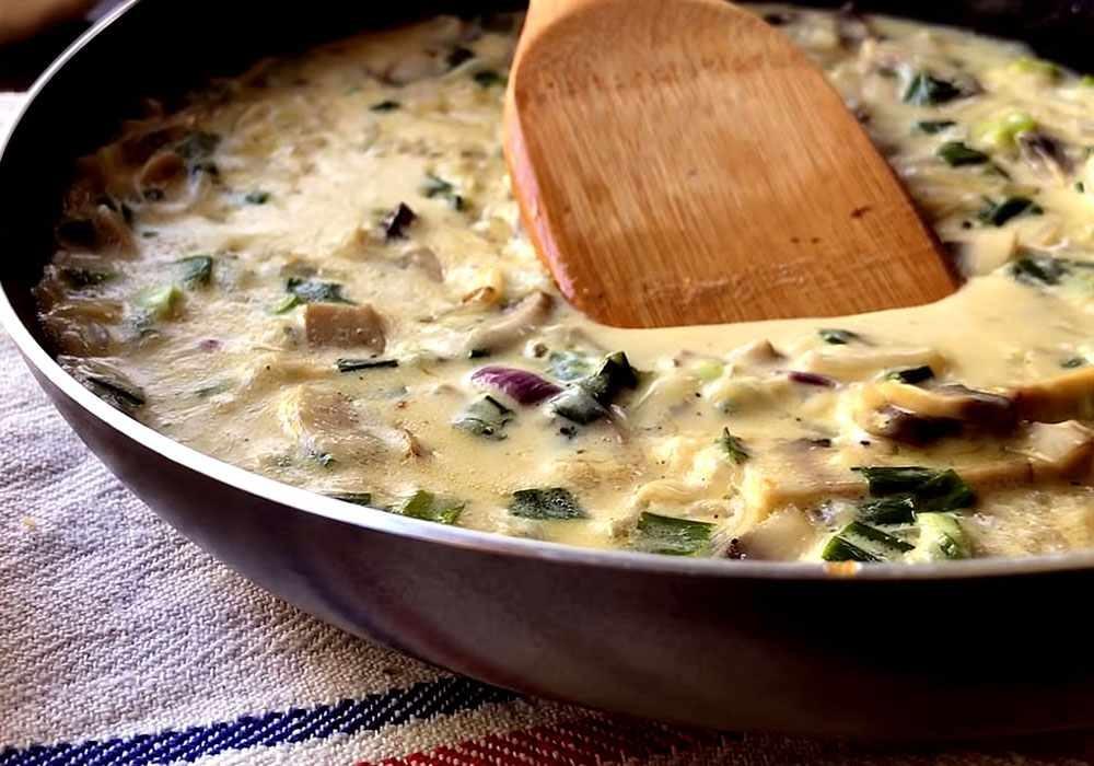 Описание приготовления спагетти с грибами в сметанном соусе