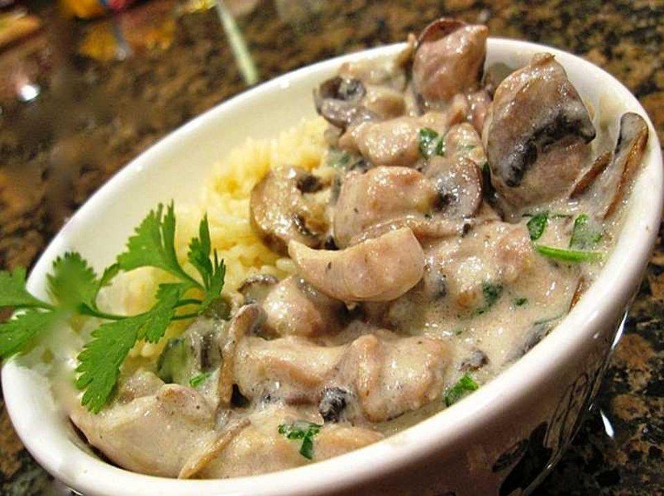 Инструкции по приготовлению куриного филе с грибами в сметане на сковороде
